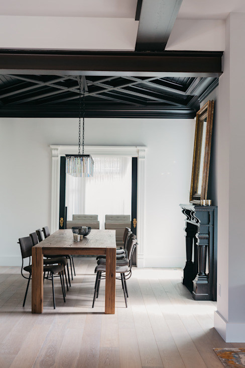 Dining room by FLUID LIVING STUDIO,