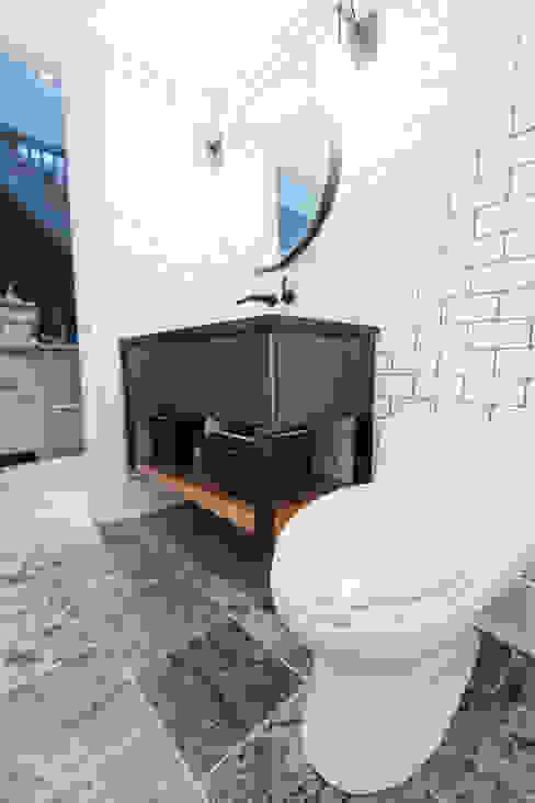 BEDFORD RESIDENCE Modern bathroom by FLUID LIVING STUDIO Modern
