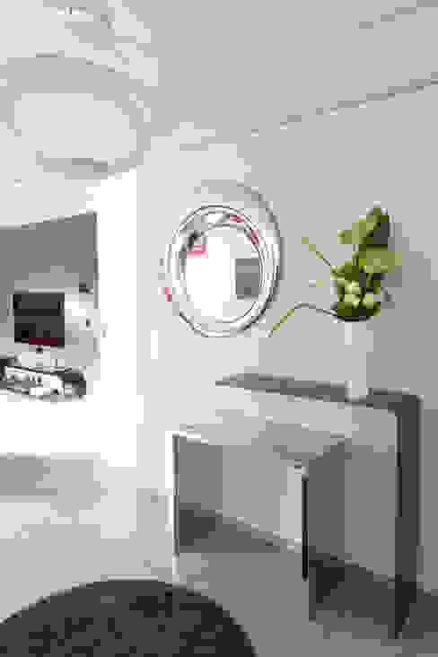 Rénovation d'une entrée. Rêves d'intérieurs Couloir, entrée, escaliersAccessoires & décorations Gris