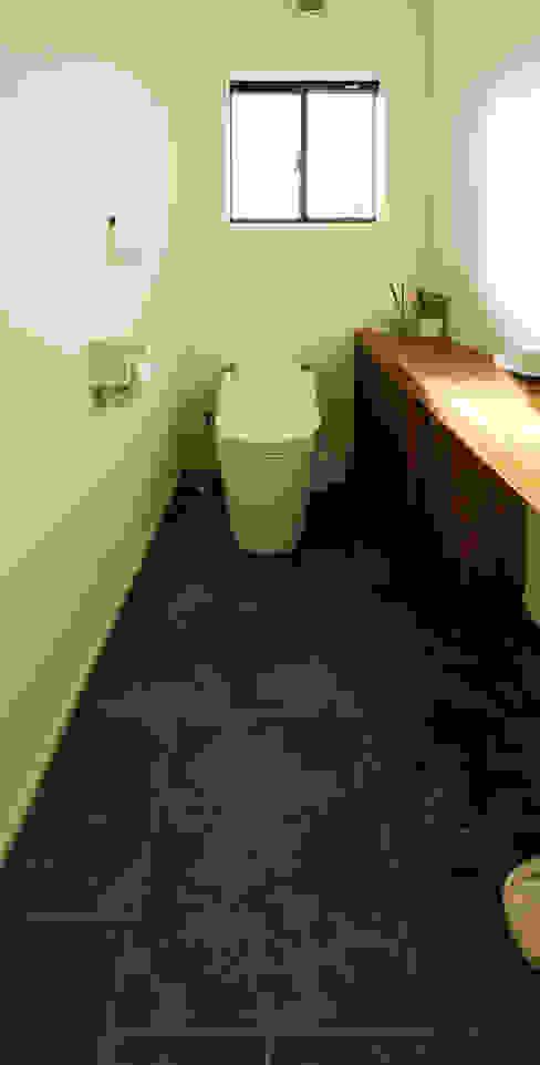 現代浴室設計點子、靈感&圖片 根據 ㈱姫松建築設計事務所 現代風 石器