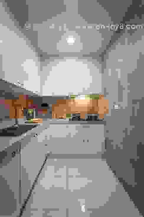 甜蜜輕古典 新莊舊翻新:  廚房 by 享家空間設計