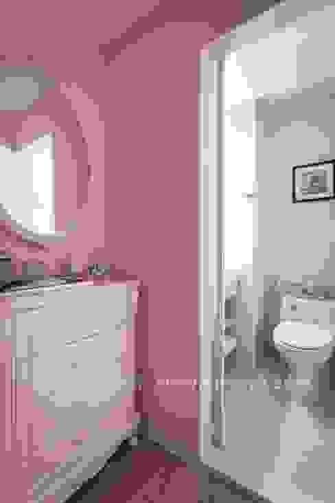 Salle de bains de style  par 享家空間設計,