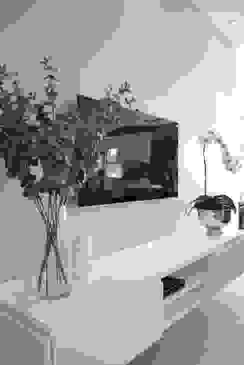 TV room by Salomé Knijnenburg Interiors Modern