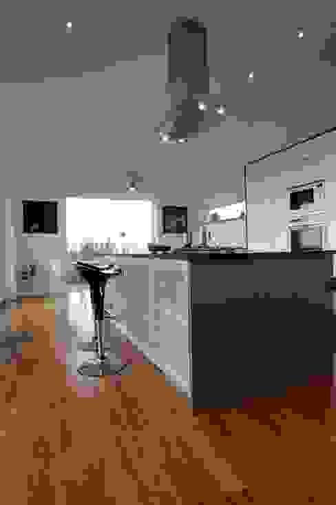 Long House Garden kitchen Scandinavian style kitchen by Retool architecture Scandinavian