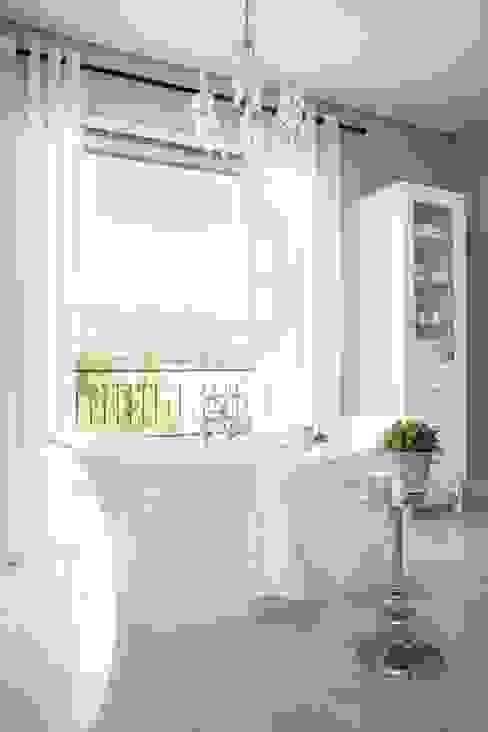 Bathroom:  Bathroom by Salomé Knijnenburg Interiors, Classic
