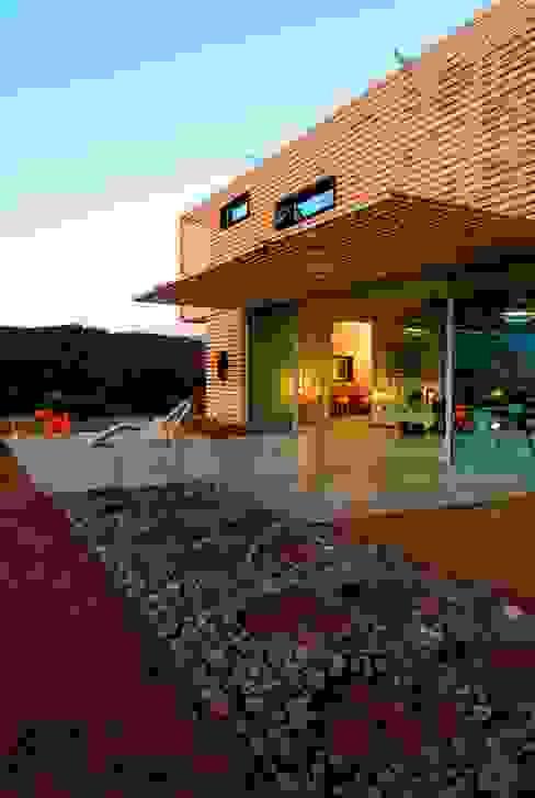 Casas modernas de james&mau Moderno