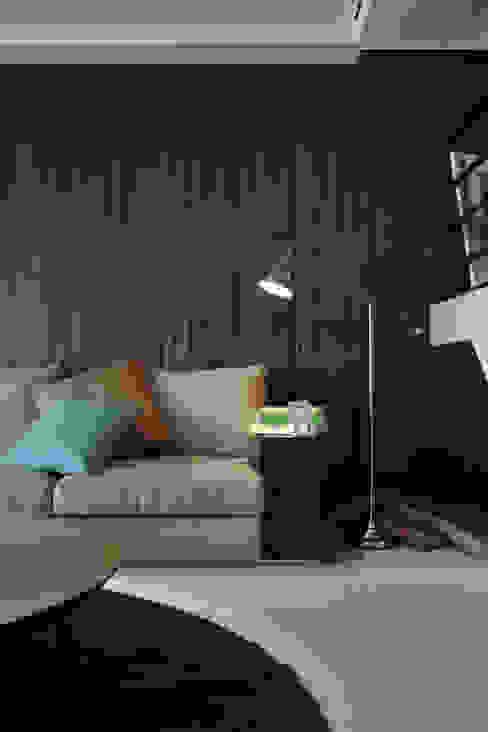 新東風時尚 仿飾頂級酒店的簡約奢華 现代客厅設計點子、靈感 & 圖片 根據 Luova 創研俬.集 現代風