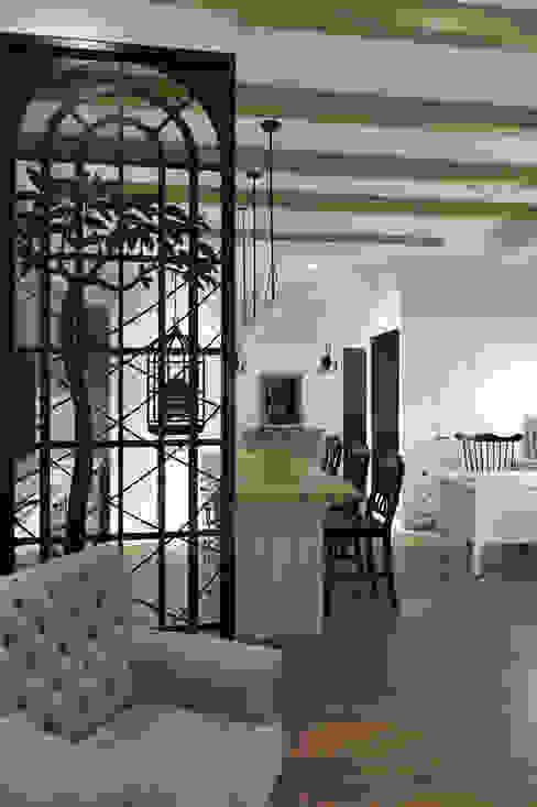 上陽設計SunIDEA 乡村风格的走廊,走廊和楼梯 根據 sunidea.com.tw 鄉村風