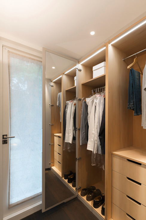 Dressing room by Studio 29 Architects ltd