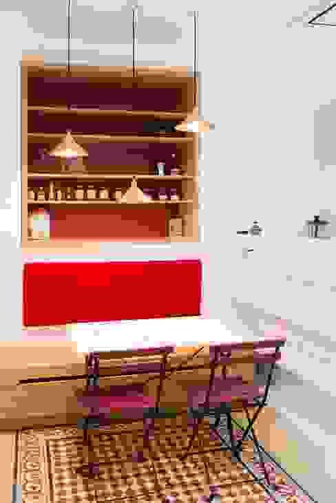 Autour d'une Cuisine dînatoire : Cuisine de style  par ATELIER FB, Moderne