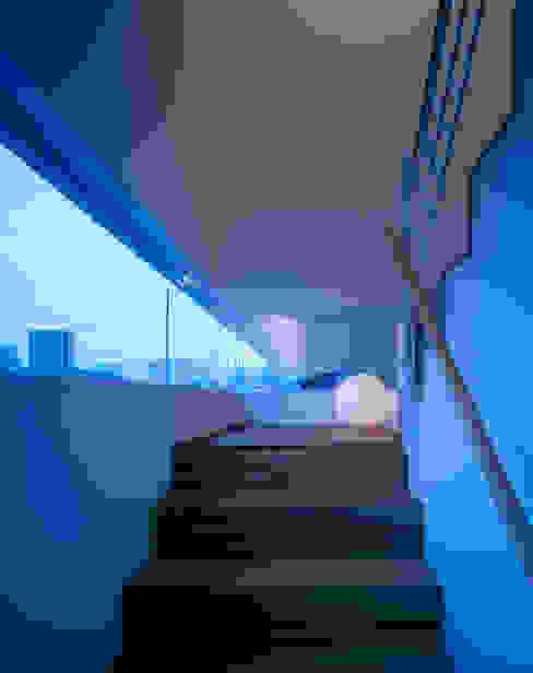 Коридор и прихожая в . Автор – 森裕建築設計事務所 / Mori Architect Office