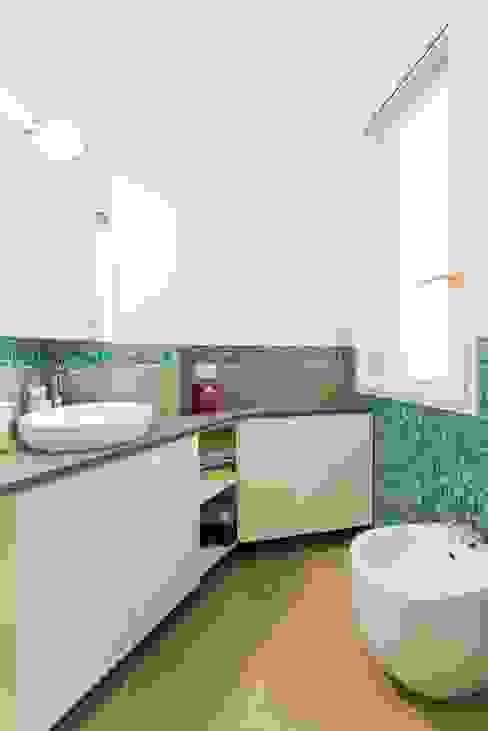Baños modernos de Amodo Moderno
