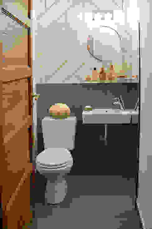 DEPARTAMENTO ARTE DECO Lucy Attwood Interior Design + Architecture Baños clásicos Gris