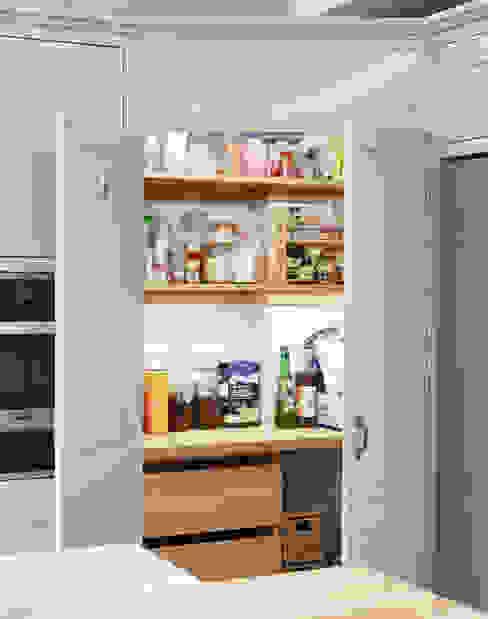 Friern Barnet 1 クラシックデザインの キッチン の Laura Gompertz Interiors Ltd クラシック