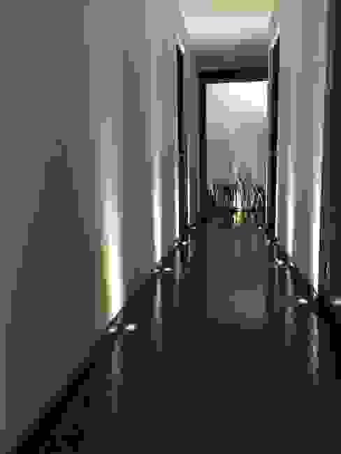Modern corridor, hallway & stairs by Spazio3Design Modern Marble