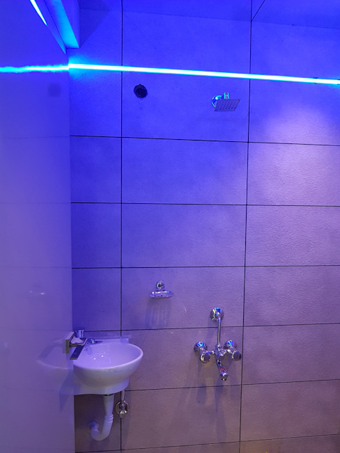 Bathroom Lighting:  Bathroom by Alaya D'decor