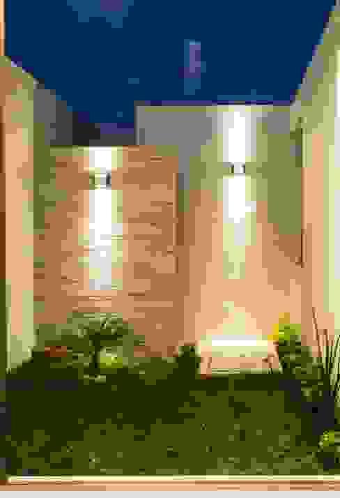 Modern garden by MOVE Arquitectos Modern