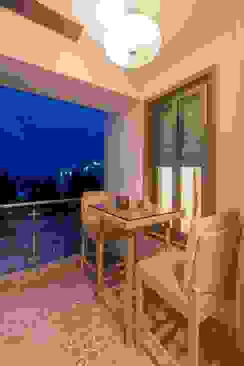 Asian style balcony, veranda & terrace by homify Asian
