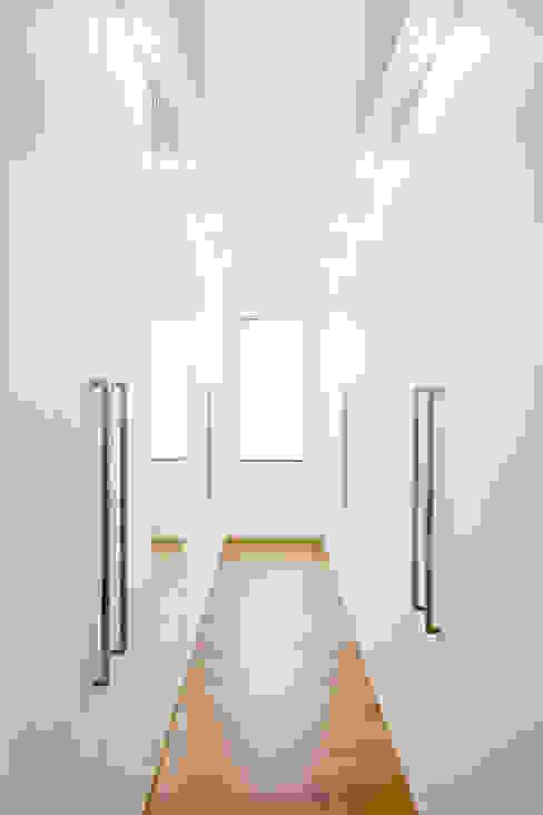 Ankleide Ferreira | Verfürth Architekten Moderne Ankleidezimmer MDF Weiß