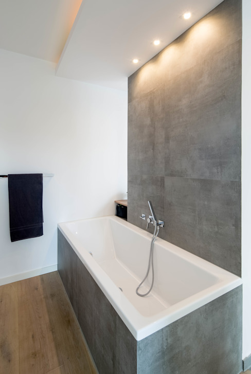 Modern style bathrooms by Ferreira | Verfürth Architekten Modern