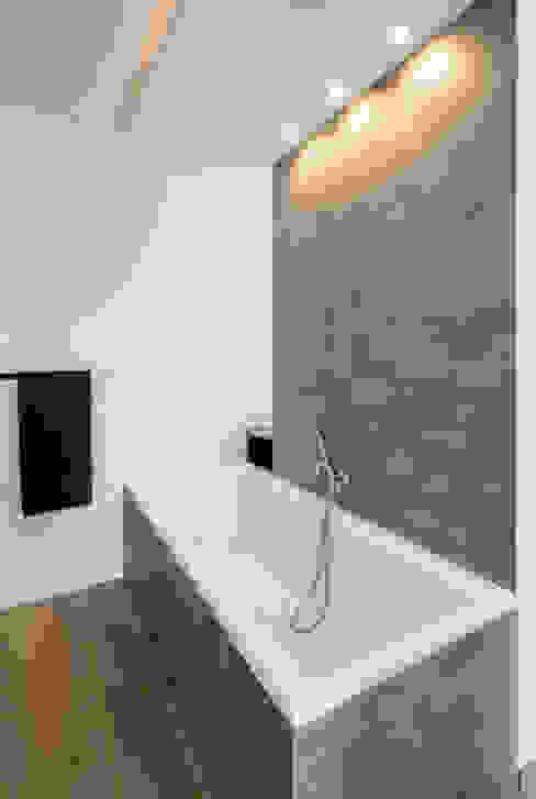 Moderne badkamers van Ferreira | Verfürth Architekten Modern
