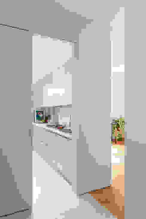Moderne gangen, hallen & trappenhuizen van studio wok Modern