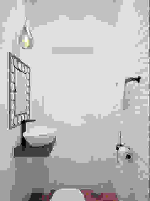 Квартира в ЖК «До Ре Ми» Ванная комната в эклектичном стиле от Студия дизайна интерьера Маши Марченко Эклектичный