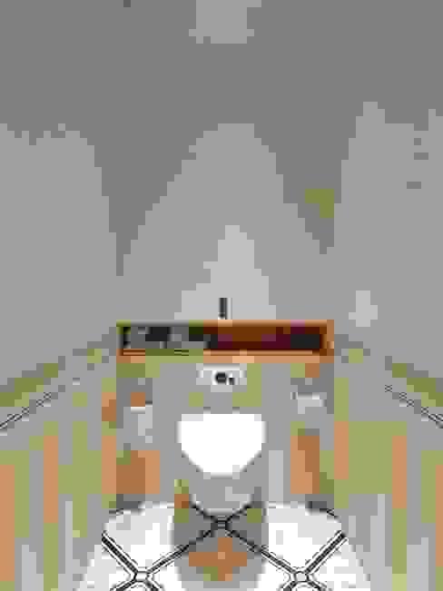 Phòng tắm phong cách hiện đại bởi Студия дизайна интерьера Маши Марченко Hiện đại