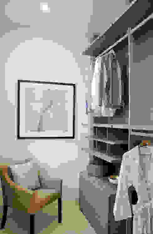 Apartment Renovation Phòng thay đồ phong cách hiện đại bởi homify Hiện đại