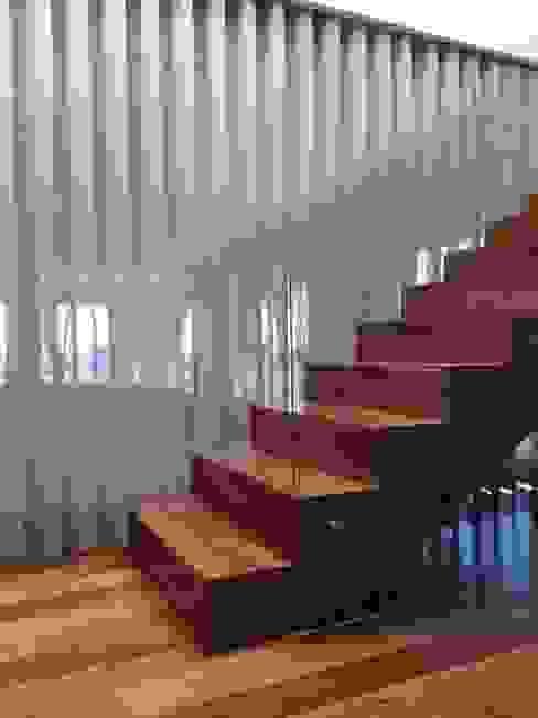 KUUK Modern Corridor, Hallway and Staircase Wood