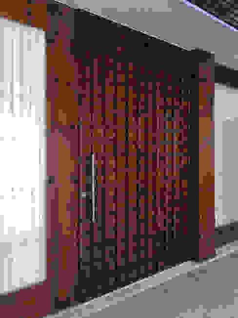 KUUK Cửa sổ & cửa ra vào phong cách hiện đại Gỗ