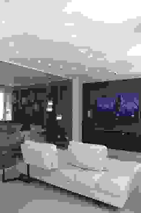 Casa 575 Salas de entretenimiento de estilo moderno de Arq Renny Molina Moderno