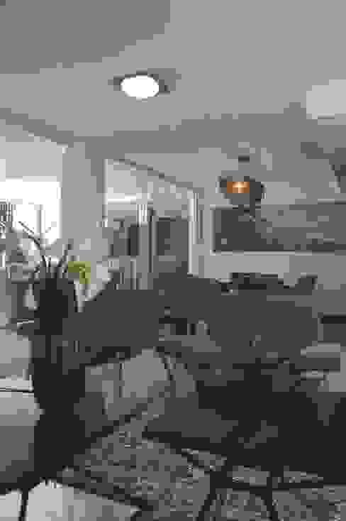 Casa 575 Salas de estilo moderno de Arq Renny Molina Moderno