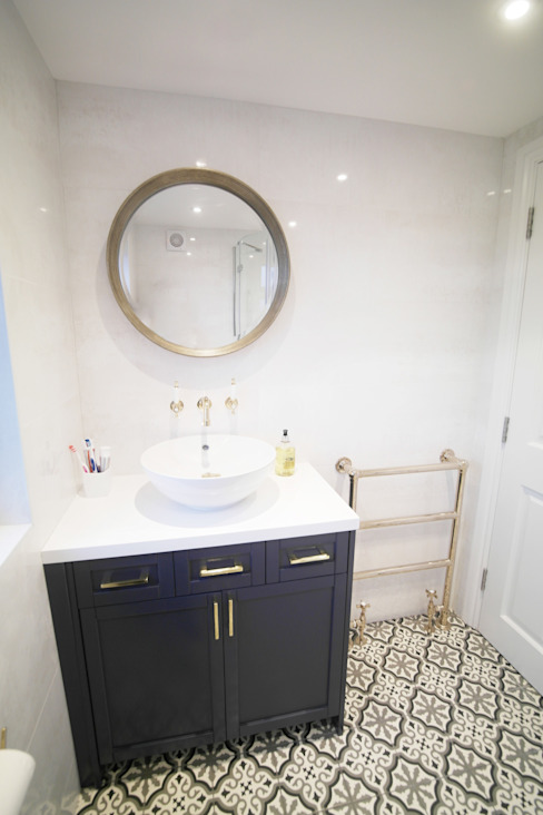 Twickenham Patience Designs Studio Ltd Salle de bain moderne