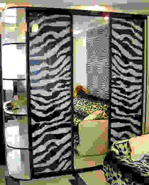 Sliding Door Wardrobes, Fitted Bedroom wardrobes, Hinged Wardrobes, Walk In Closets 现代客厅設計點子、靈感 & 圖片 根據 Bravo London Ltd 現代風