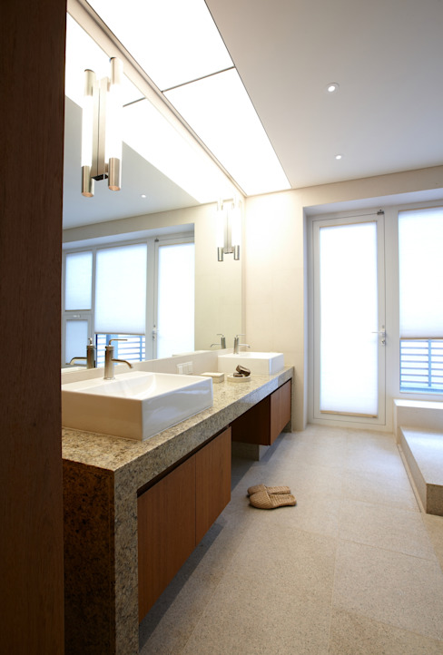 Modern Bathroom by 서로 아키텍츠 Modern