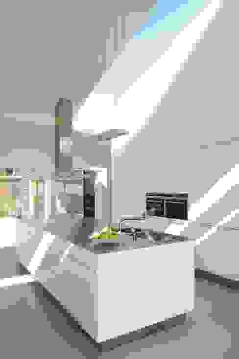 Woonhuis P Moderne keukens van WillemsenU Modern
