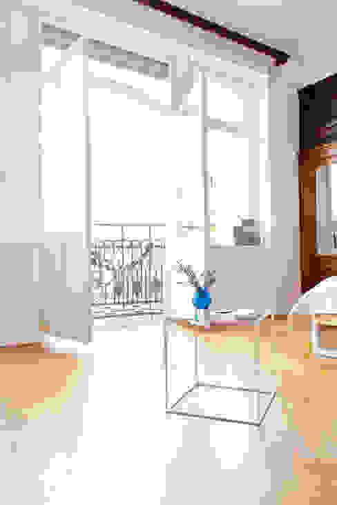 N51E12 - Beistelltisch aus Glas und Stahl N51E12 - design & manufacture WohnzimmerCouch- und Beistelltische