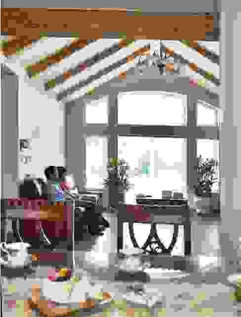 现代客厅設計點子、靈感 & 圖片 根據 Goodhaus 現代風