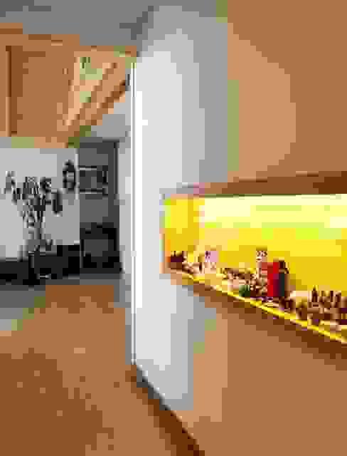 Modern corridor, hallway & stairs by Goodhaus Modern