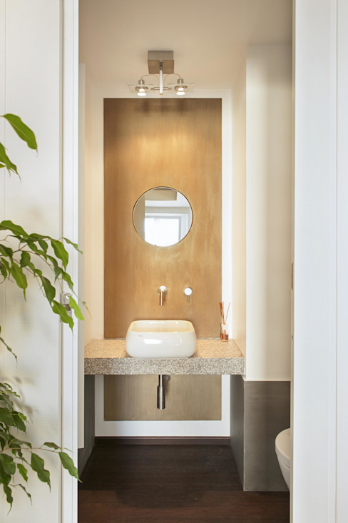 Bathroom by studioQ, Modern