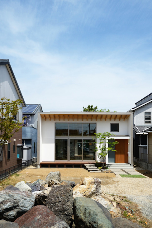 Modern houses by スタジオグラッペリ 1級建築士事務所 / studio grappelli architecture office Modern
