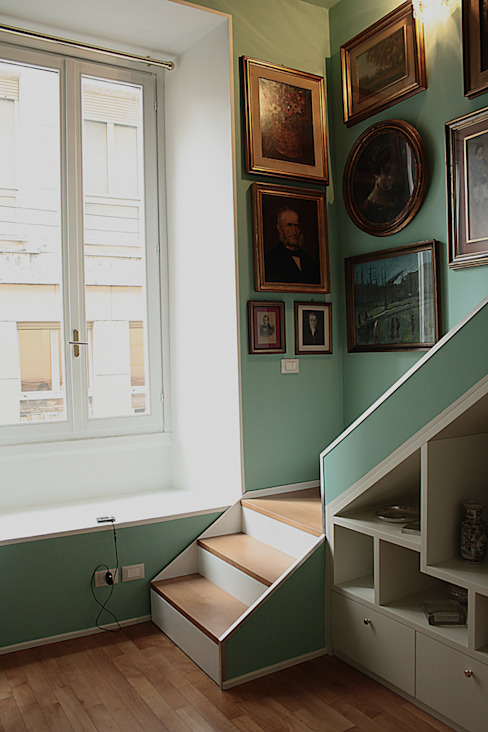 Classic style corridor, hallway and stairs by Giorgio Gravina Classic