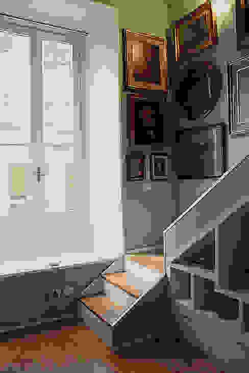 經典風格的走廊,走廊和樓梯 根據 Giorgio Gravina 古典風