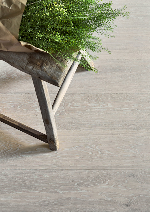White Brushed van The Natural Wood Floor Company Klassiek Houtcomposiet Transparant