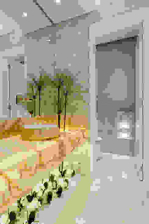 Designer de Interiores e Paisagista Iara Kílaris Modern Bathroom Beige