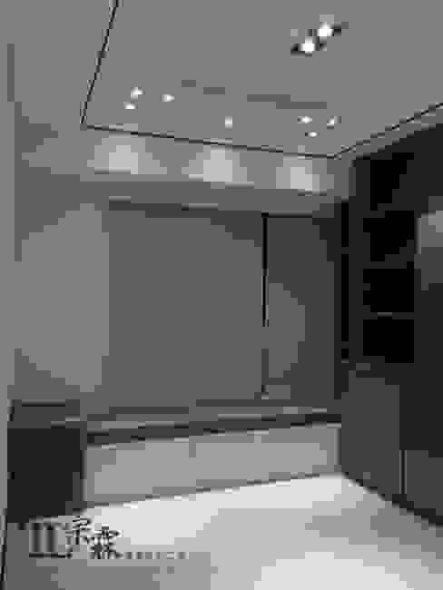 起居室臥榻:  客廳 by 宗霖建築設計工程