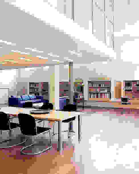 Pakhuis, Amsterdam Moderne woonkamers van VASD interieur & architectuur Modern