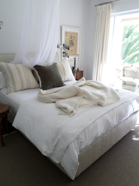 Master Bedroom: eclectic  by Claire Cartner Interior Design, Eclectic Flax/Linen Pink