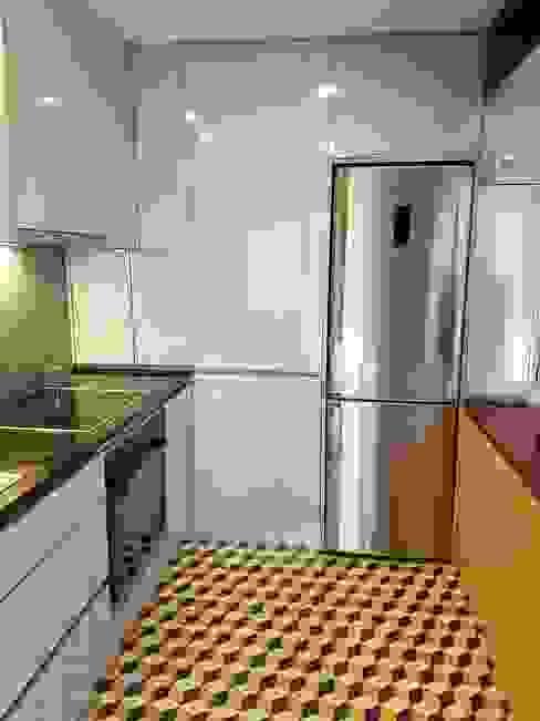 Novo piso Cozinhas modernas por Alma Braguesa Furniture Moderno